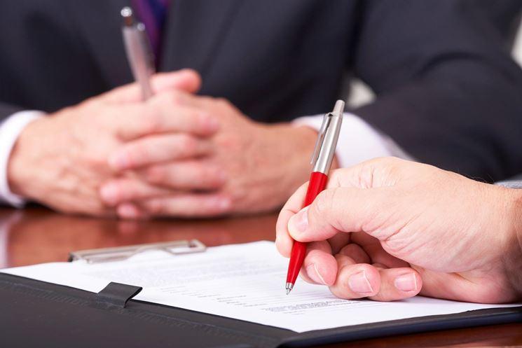 Firma di un contratto di affitto
