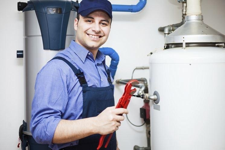 Esperto di manutenzione caldaie