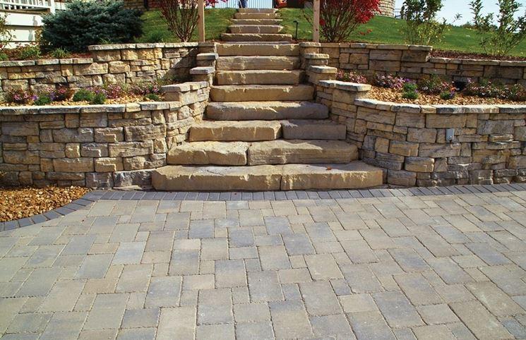 scala con gradini in pietra