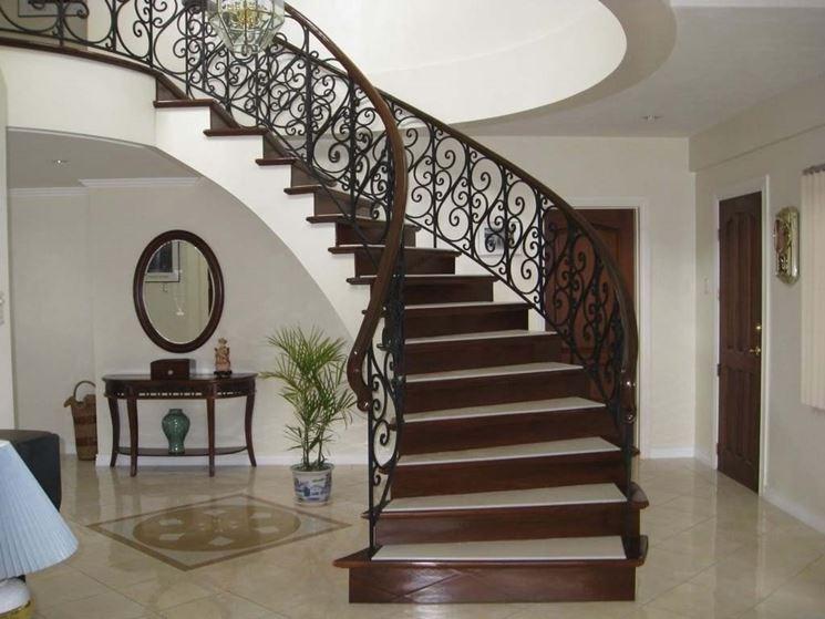 Elegante scala in legno