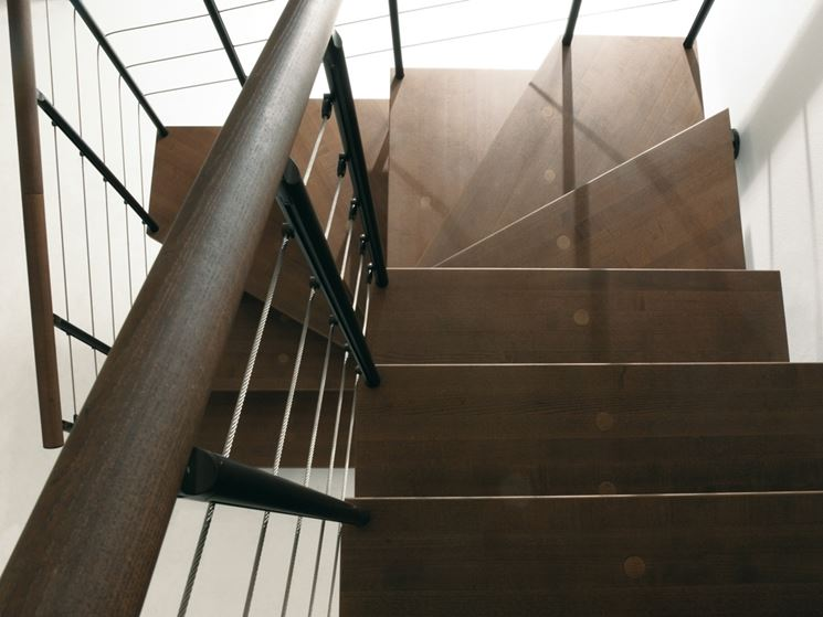 scala quadrata in legno