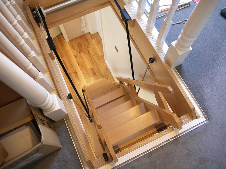 scala retrattile in legno elettrica