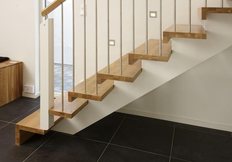 scala con scalini in legno