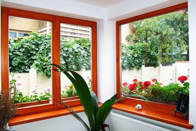 Eleganti finestre in legno lamellare