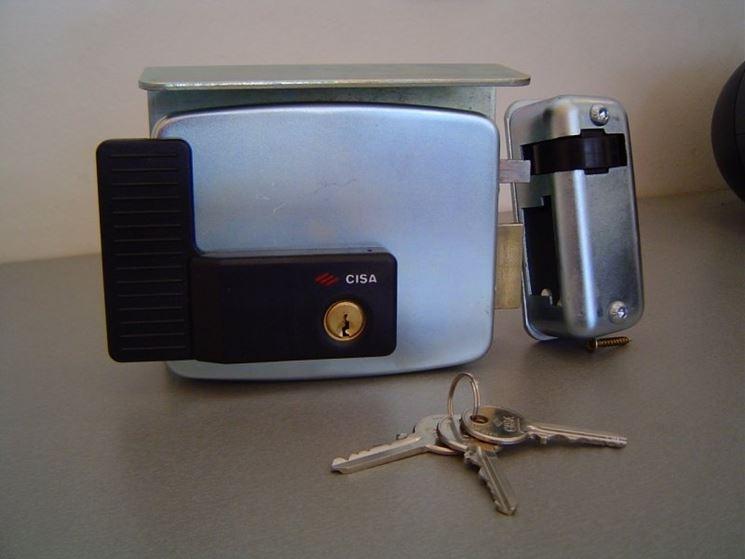 Una serratura elettrica motorizzata