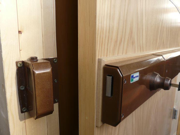 Serrature porte blindate serrature serratura sicurezza - Quanto costa sostituire la serratura di una porta blindata ...