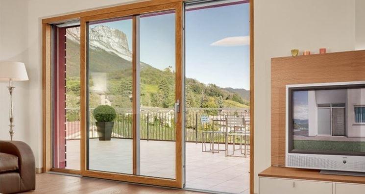 Grandi finestre in legno lamellare