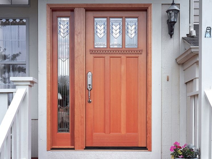 Elegante porta in legno