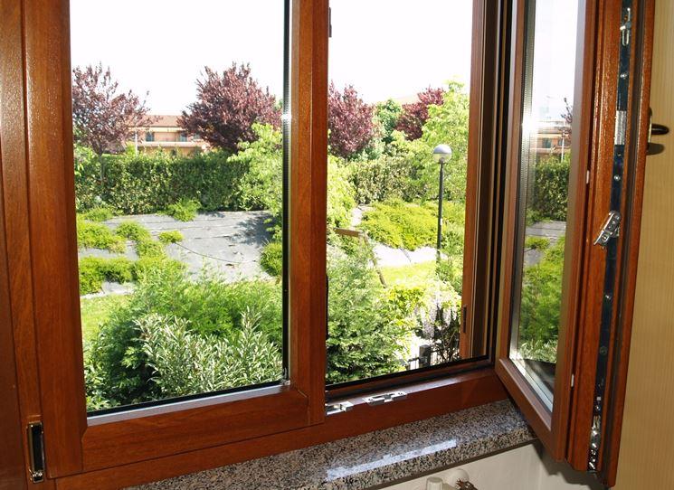 Serramenti in legno finestre scegliere i serramenti in legno - Condensa su finestre in alluminio ...