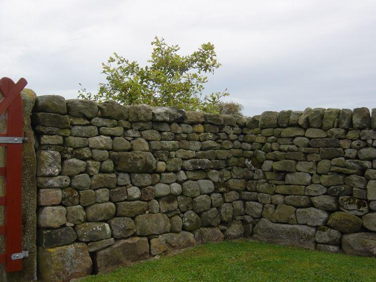 Muro a secco in giardino