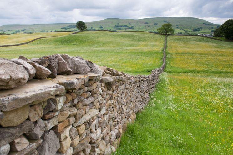 Recinzione con un muro a secco