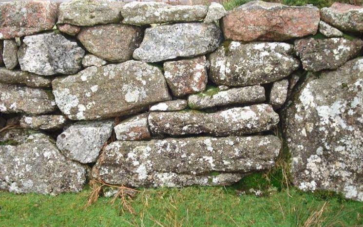 Muro pietre secco