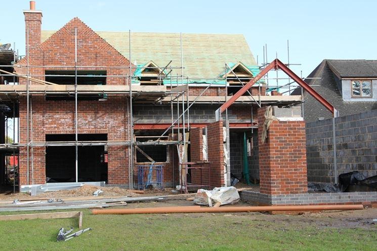 Opera edile su una casa di nuova costruzione