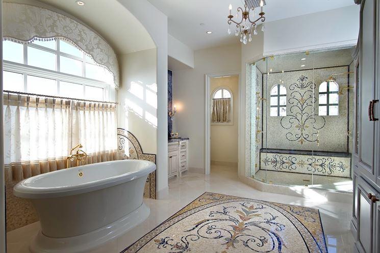 Bagno con decorazione in stucco in sostituzione alle piastrelle