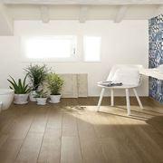 Piastrelle bagno effetto legno e maiolica