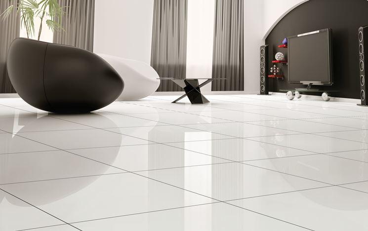 Pavimento con piastrelle bianche