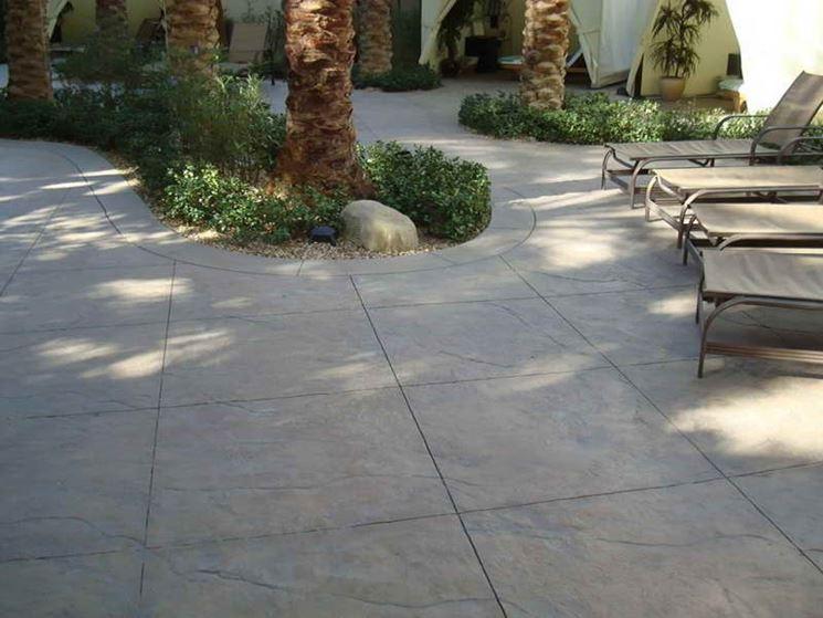 Piastrelle in cemento in giardino