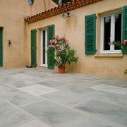Piastrelle per giardini in cemento
