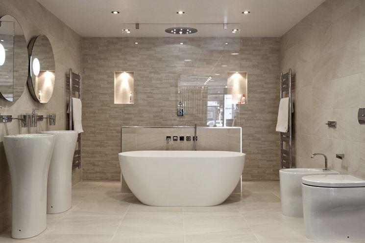 Rivestimenti bagno le piastrelle tipologie di rivestimenti per bagno - Pulire piastrelle bagno ...