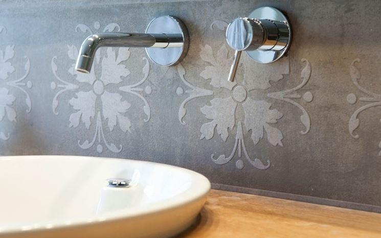 Rivestimenti bagno le piastrelle tipologie di rivestimenti per bagno - Rivestire le piastrelle del bagno ...