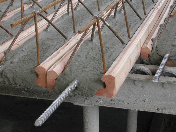Particolare della barra inserita nel cemento