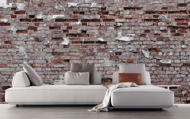 Sala con parete a vista
