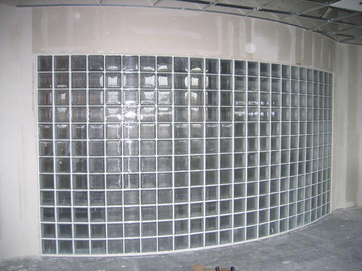 Muro curvo in vetrocemento