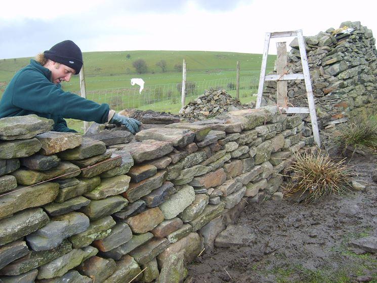 Esempio costruzione muro in pietra