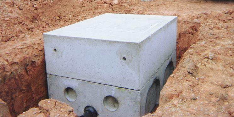 Installazione di un pozzetto in cemento