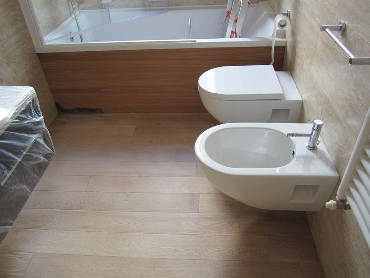 Parquet laminato bagno parquet tipologie di parquet - Rivestimento bagno legno ...