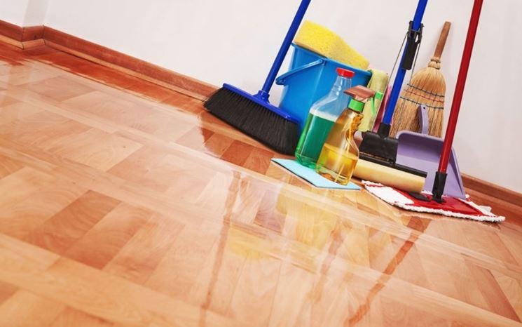 Pulizia del pavimento laminato