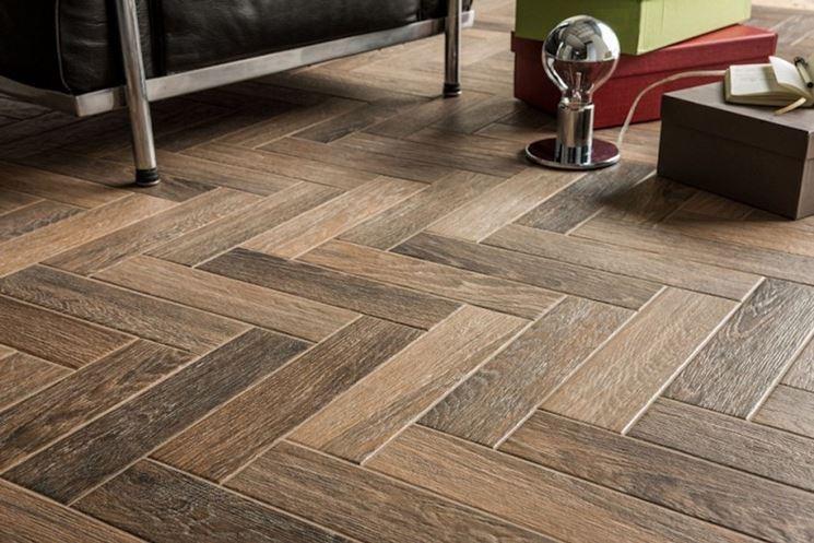 Ceramica effetto legno pavimentazione posare ceramica for Gres effetto legno senza fuga