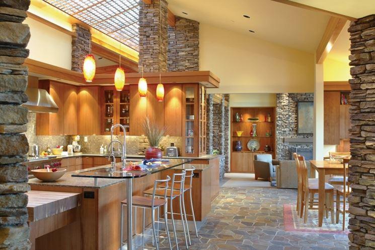 Cucina con pavimentazione in pietra