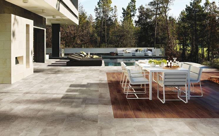 Pavimentazione da esterni in legno e pietra