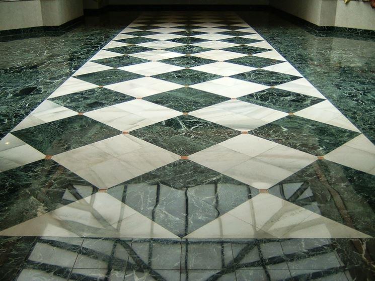 Pavimenti in marmo a scacchi