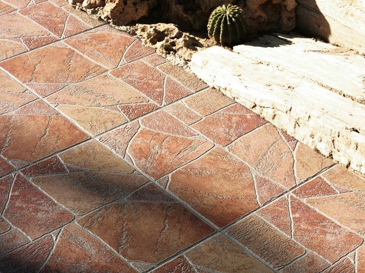 Esempio di piastrelle in giardino