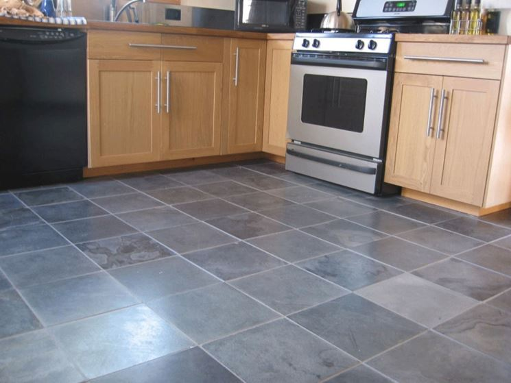 Cucina con pavimento in linoleum