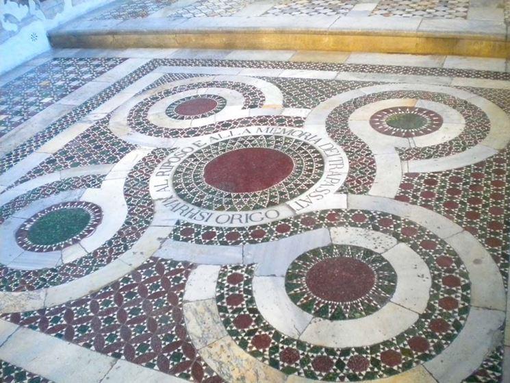 Pavimento in porfido decorato