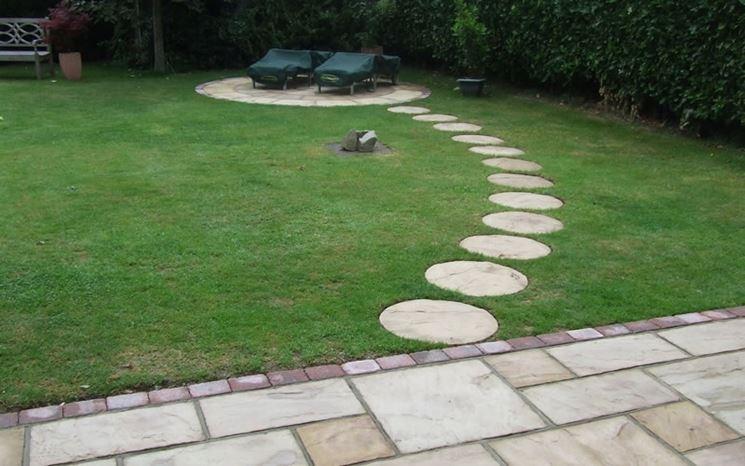 Semplice pavimentazione giardino