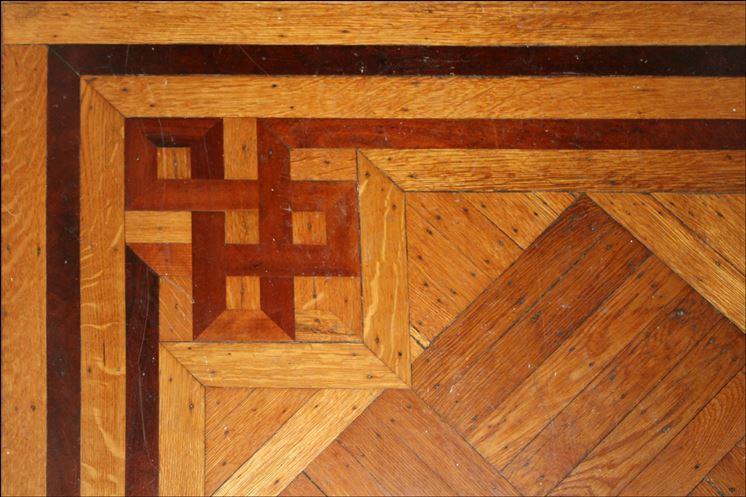 Pavimento in legno decorato