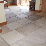 Pavimento in pietra per interni