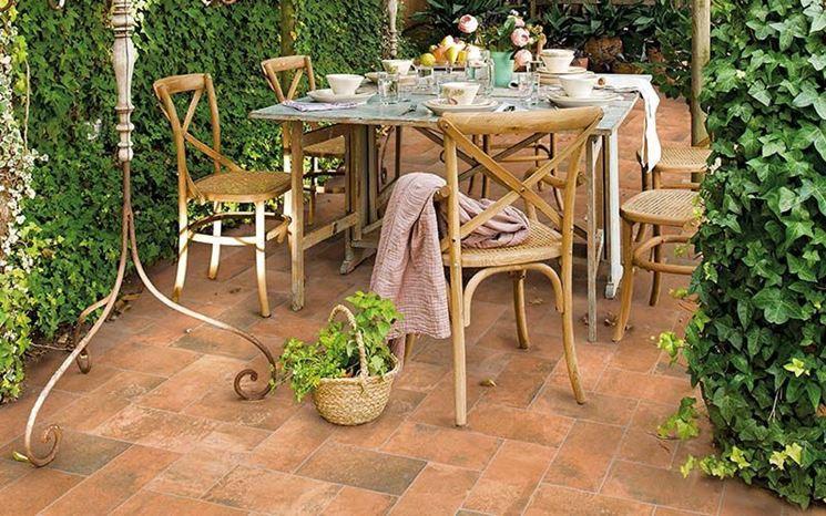 Mattonelle da giardino tipi di mattonelle arredo giardino - Mattonelle per giardino ...