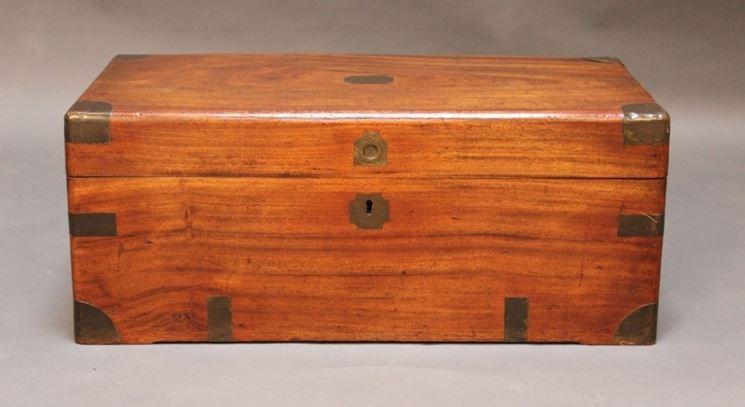 Cassapanca in legno verniciata