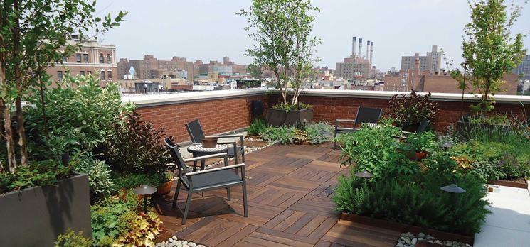Piante e fiori in terrazzo