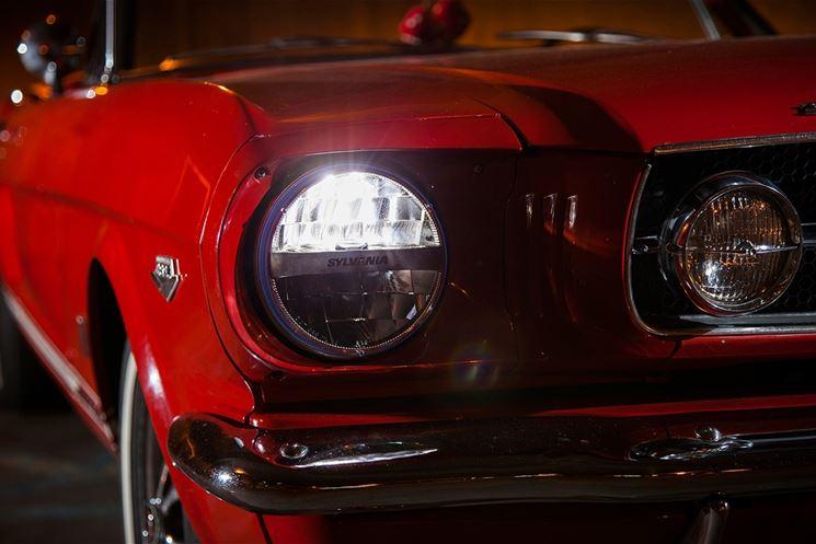 Auto con lampadine a led