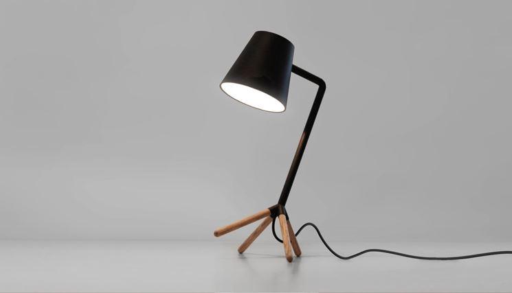 esempio di lampada da tavolo design