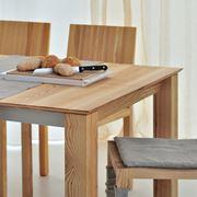 Un modello di tavolo allungabile in legno
