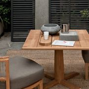 Tavolo da esterno in legno