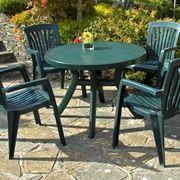 Tavolo in resina con sedie