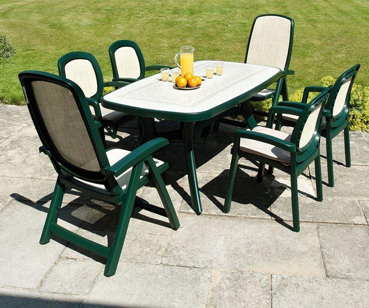 Tavoli da giardino in resina tavoli tipologie di - Giare da giardino ...